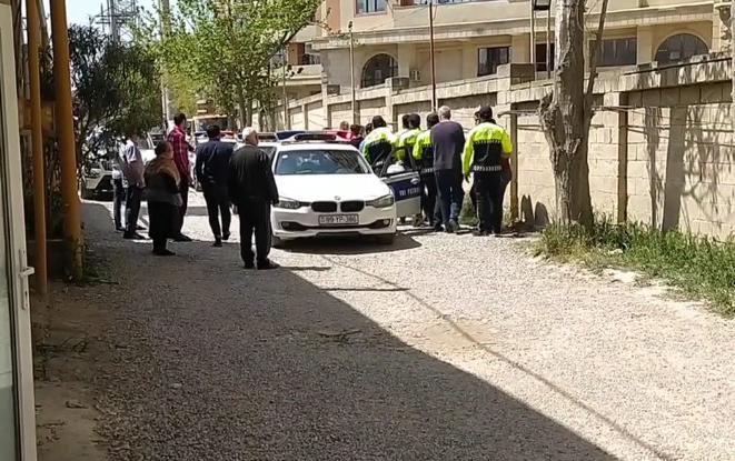 Yol polisi sürücünü zor tətbiq edərək saxlayıb? - Rəsmi açıqlama