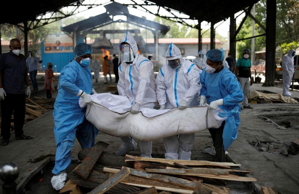 Koronavirus Hindistanda həyatı cəhənnəmə çevirdi - Fotolar