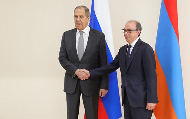 Lavrovla Ayvazyanın görüşü başladı