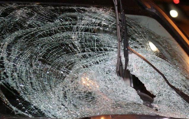 Avtomobil maneəyə çırpıldı, sürücü öldü