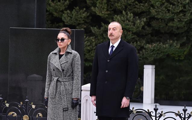 Prezidentlə xanımı Heydər Əliyevin məzarını ziyarət etdilər
