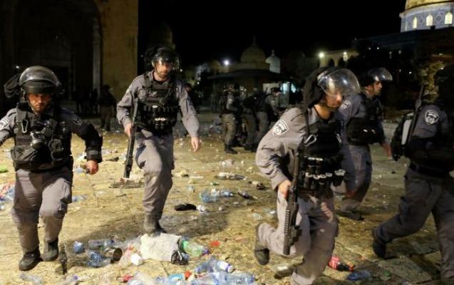 İsrail təhlükəsizlik qüvvələri Əl-Aksa məscidini tərk edir