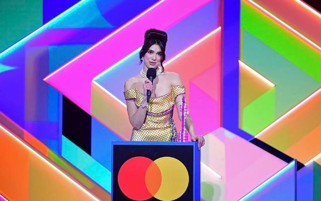 2-ci dəfə Britaniyanın ən yaxşı qadın ifaçısı seçildi