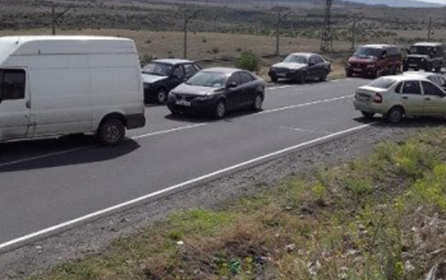 Ermənilər Gümrü-İrəvan avtomobil yolunu bağladılar