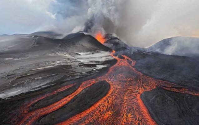 Konqoda daha bir vulkan püskürdü