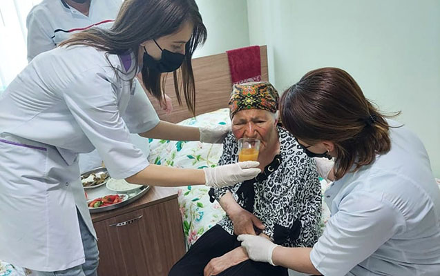 87 yaşlı Səkinə nənə sığınacağa yerləşdirildi