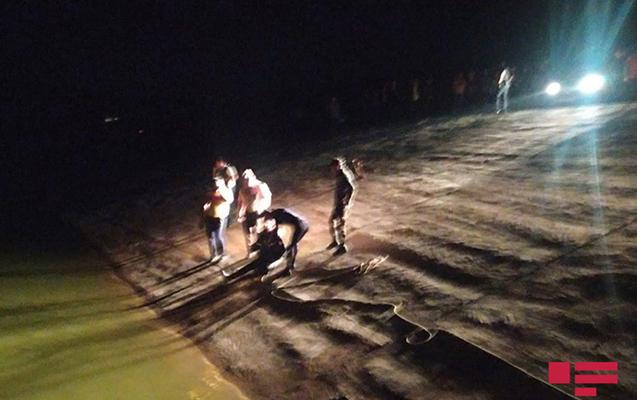 Şəkil çəkdirərkən bir ailədən üç uşaq suda boğularaq öldü
