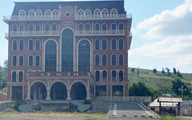 Elmar Vəliyevin yarımçıq qalmış hoteli...