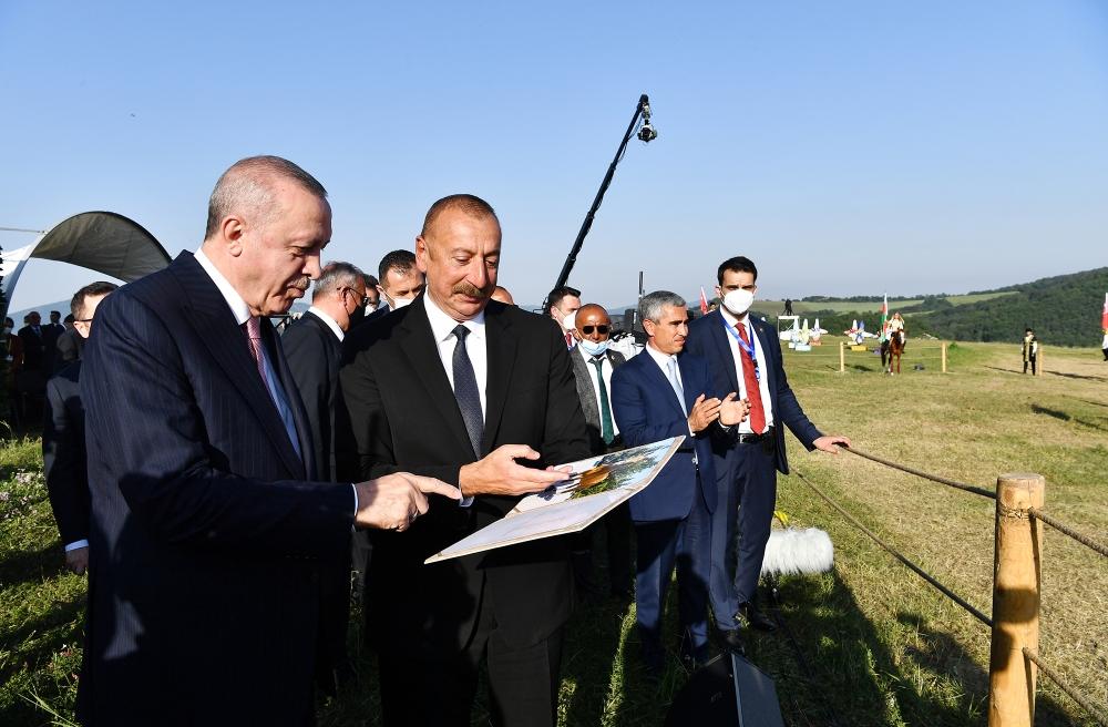 """Ərdoğana hədiyyə edilən """"Zəfər""""in - Fotoları"""