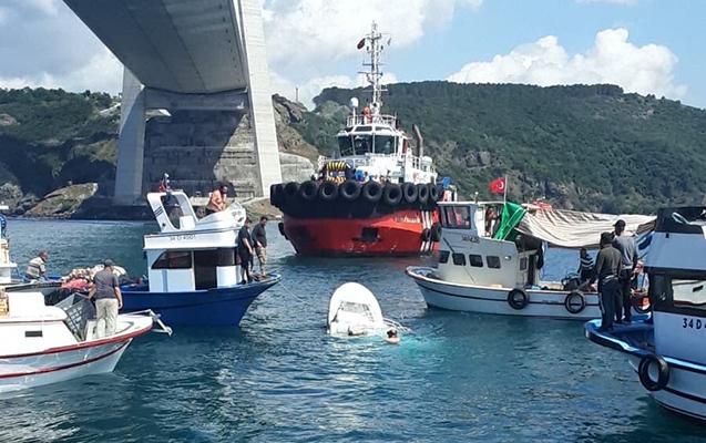 İstanbulda gəmi ilə qayıq toqquşdu, ölənlər var