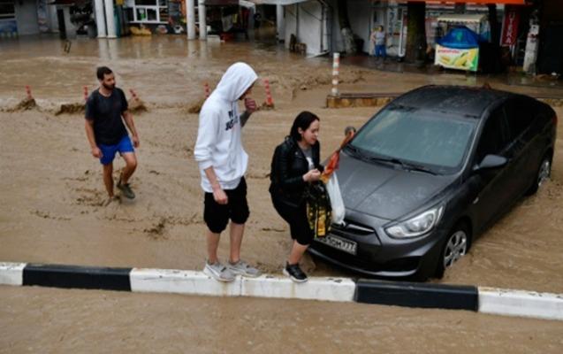 Yaltanı su basması nəticəsində xəsarət alanların sayı artdı