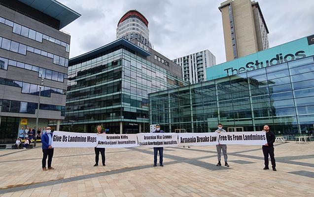 BBC-nin Mançesterdəki binası qarşısında etiraz