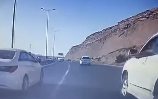 Bakıda zorla sürücünün qarşısını kəsmək istədilər - Video
