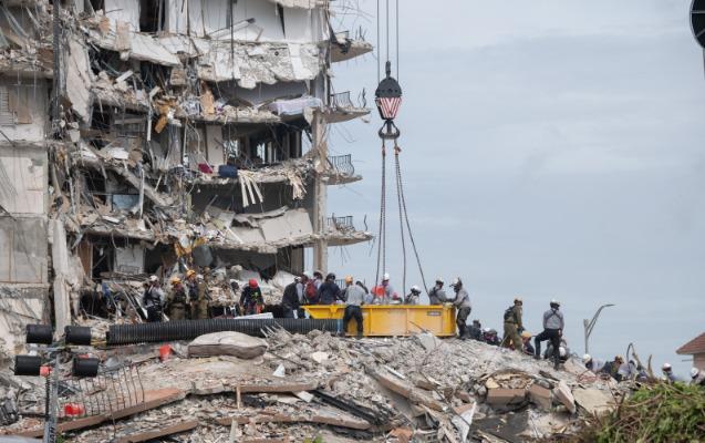 ABŞ-da binanın çökməsi nəticəsində ölənlərin sayı 95-i ötdü