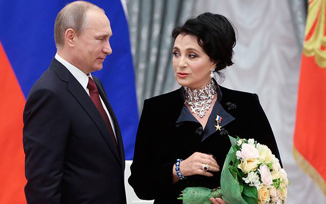Putinlə mübahisədən çəkinməyən milyarder xanımı...