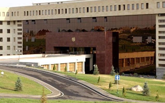 Ermənistan müdafiə nazirinin müavini işdən çıxarıldı