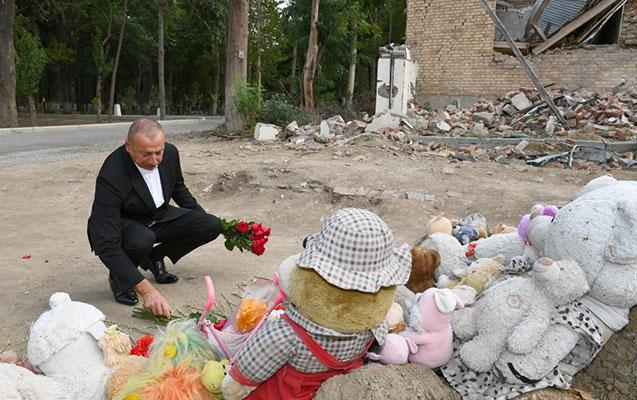 Prezident Gəncədə ermənilərin raket atdığı əraziyə getdi