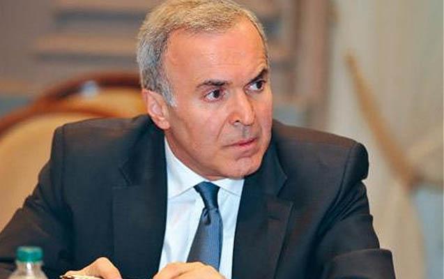 Prezident Vaqif Sadıqovu da geri çağırdı