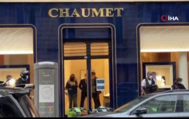 Parisdə məşhur mağazanı skuterlə soydular