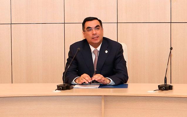 Elmar Qasımov xaricdə təhsilini davam etdirəcək məzunlarla görüşdü