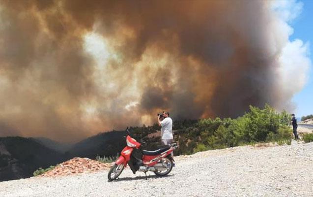 Antalyada yanğın səbəbindən xəstəxana və evlər boşaldılır