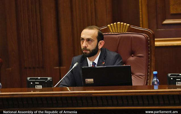 """Ermənistan parlamentində """"təmizləmə"""" aparılır"""