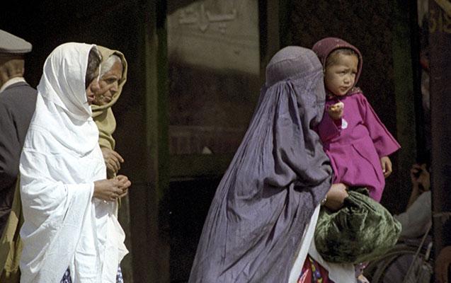"""""""Taliban"""" nümayəndəsi qadınlarla bağlı qadağadan danışdı"""