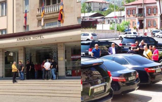 Xankəndidə erməni deputatları daşa basdılar