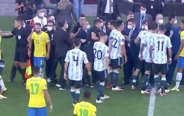 Braziliya-Argentina matçında qalmaqal - Oyun dayandı+Video