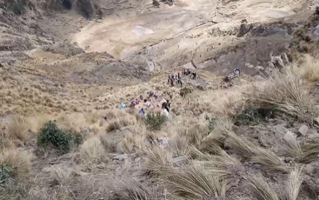 Boliviyada avtobus hündürlükdən düşdü, 21 nəfər öldü