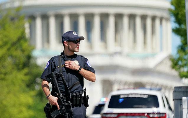 ABŞ-da soyuq silahla dolu yük maşını saxlanıldı