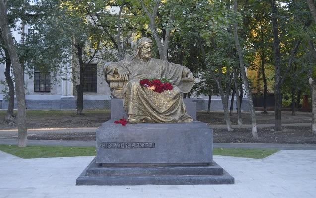 Xarkovda Nizami Gəncəvinin abidəsi ucaldıldı