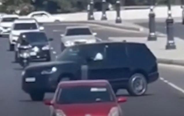 """Şirkətə məxsus """"Range Rover"""" sürücüsü qəsdən qayda pozdu"""
