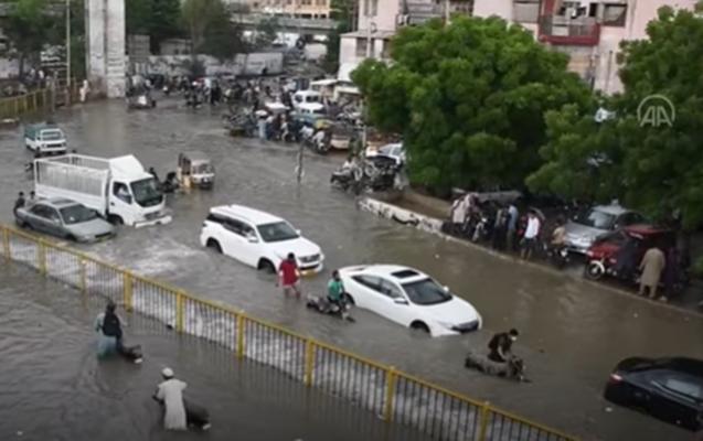 Pakistanda şiddətli yağışlar həyatı iflic etdi
