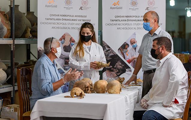 Çovdar nekropolunda aşkar olunmuş tapıntılar xarici laboratoriyalarda analiz olunur