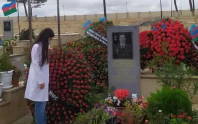 Polad Həşimovun qızı ilk dərs günü atasının məzarını ziyarət etdi