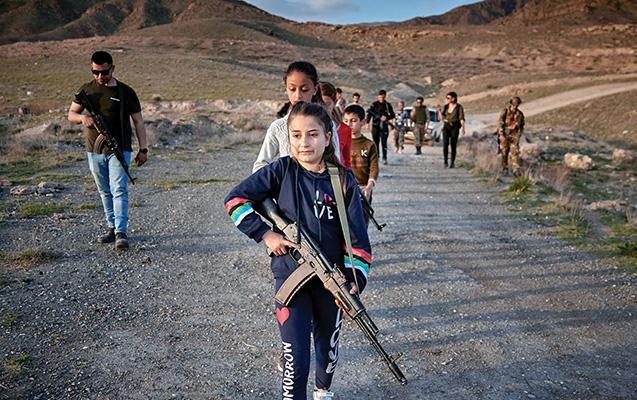 Azərbaycana qarşı döyüşən ABŞ ordusunun zabiti... - Erməni uşaqlara hərbi təlim keçir