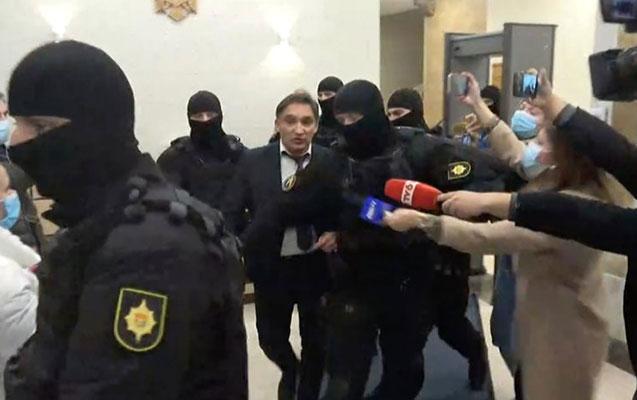 Moldovanın Baş prokuroru korrupsiyaya görə saxlanıldı - Video