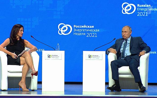 Putin qadın aparıcıya cavabı ilə gündəm oldu