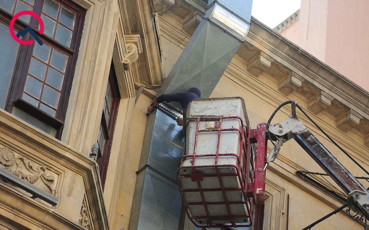 Tarixi binada quraşdırılan boru söküldü