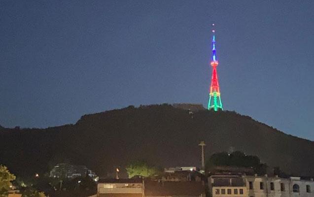 Tbilisi teleqülləsi Azərbaycan bayrağının rənglərinə büründü