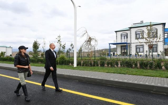 """Prezidentlə xanımı Zəngilandakı """"Ağıllı kənd""""də"""