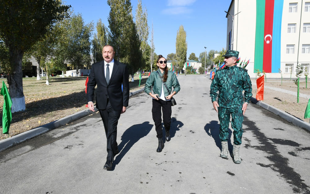 Prezident və xanımı DSX-nin yeni hərbi hissə kompleksinin açılışında