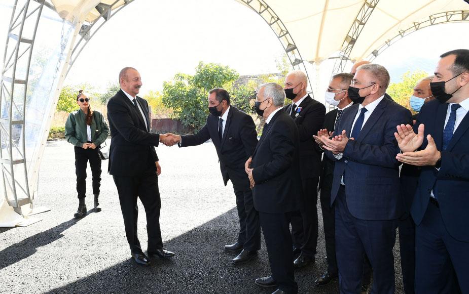 Prezidentlə xanımı ictimaiyyət nümayəndələri ilə görüşdü