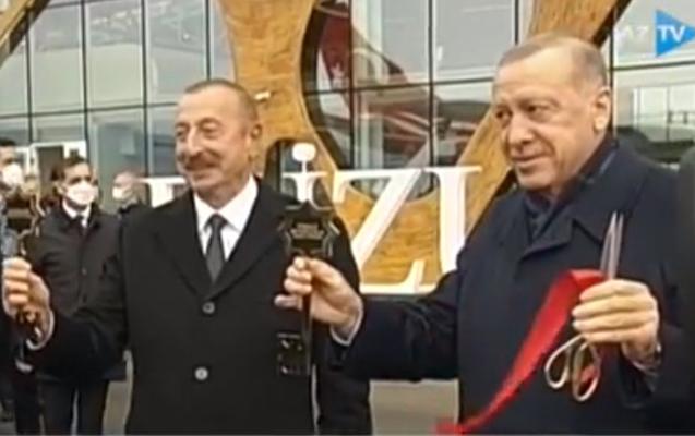 Prezidentlərə Qarabağın simvolik açarları təqdim olundu