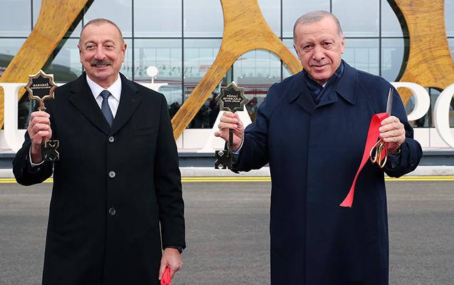 Prezidentlərə Füzuli aeroportunun rəmzi açarları təqdim olundu