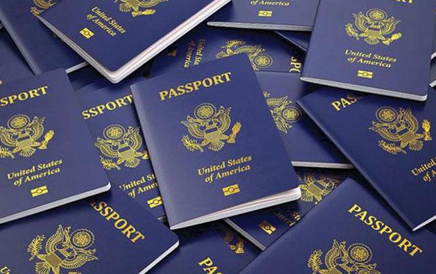 """ABŞ-da ilk dəfə """"X"""" möhürlü pasport verildi"""