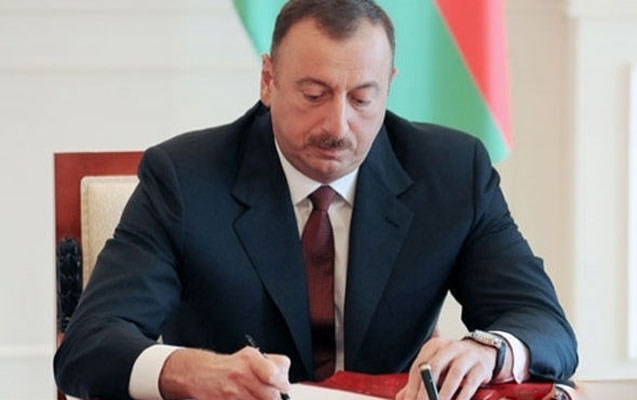 Prezident Ağalar Vəliyevi təltif edib