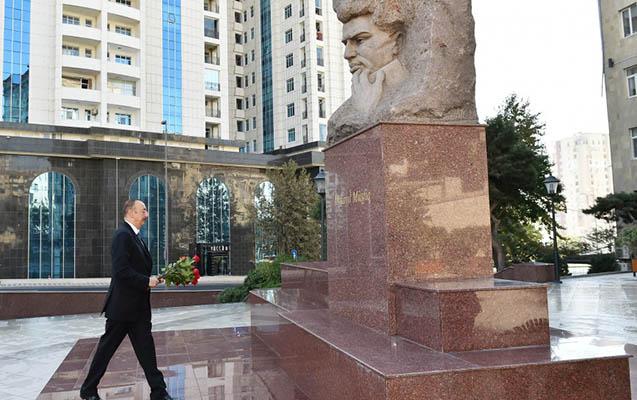 Prezident qalmaqallı abidəni ziyarət etdi