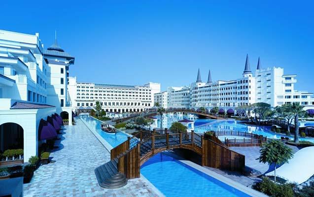 Azərbaycanlı biznesmenin hoteli bağlanıb?
